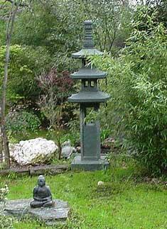 Granite pagodas for Japanese garden